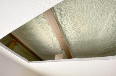 モデルルーム、屋根裏を確認するための穴を設けています。