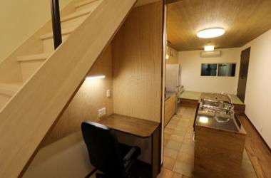 大型リフォーム、階段下をデスクワークスペースとして有効活用。