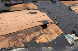 屋根下の防水シートの劣化
