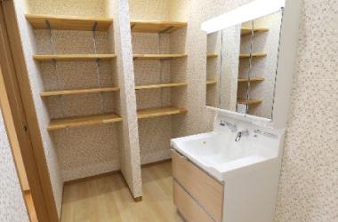 新築OH邸、洗面所稼働棚